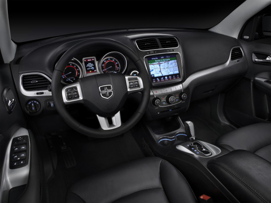 интерьер салона Dodge Journey (2011 модельного года)