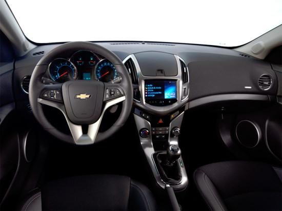 интерьер салона универсала Chevrolet Cruze