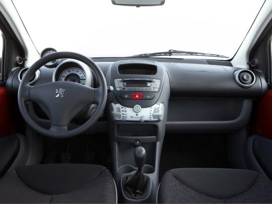 интерьер салона Peugeot 107 New