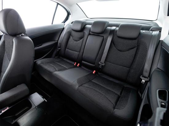 интерьер салона Peugeot 408 (2011-2016)