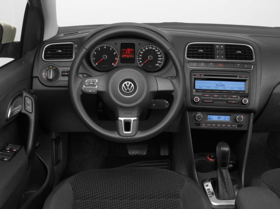 интерьер салона Volkswagen Polo Sedan Comfortline и Highline