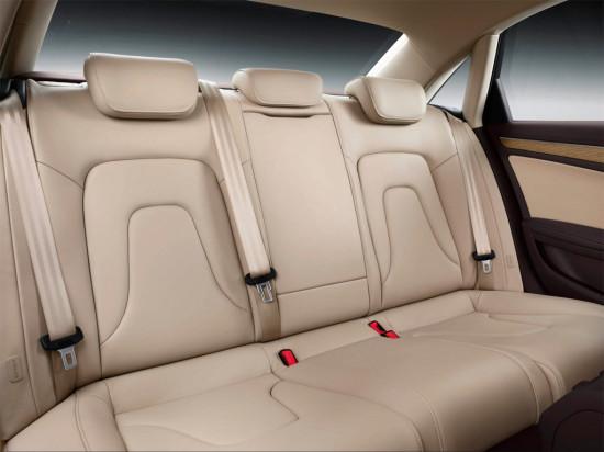 в салоне седана Audi A4