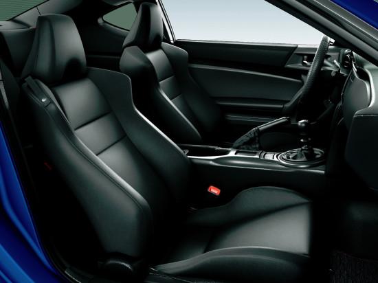 в салоне GT86 (передние кресла)