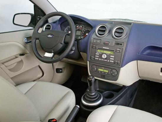 интерьер салона Ford Fiesta 5