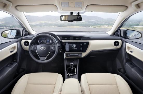 интерьер Toyota Corolla E170 2017 модельного года