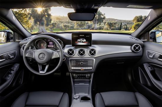 интерьер салона Mercedes-Benz GLA