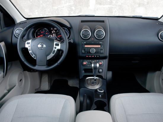 интерьер салона Nissan Qashqai+2