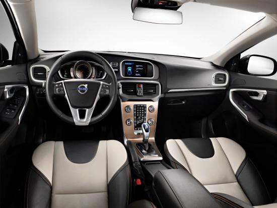 интерьер салона Volvo V40 Cross Country