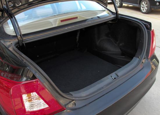 багажное отделение Lifan 720 (Cebrium)