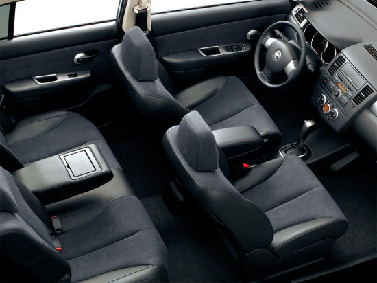 салон хэтчбека Nissan Tiida  2007-2014