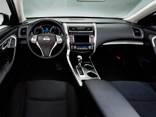 в салоне Nissan Teana L33