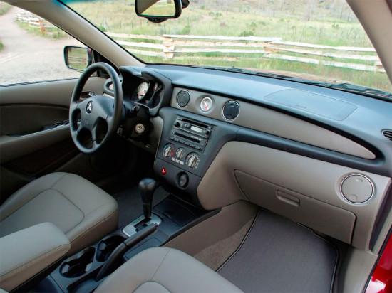 интерьер салона Mitsubishi Outlander 1-го поколения