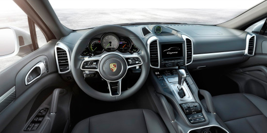 интерьер салона Porsche Cayenne S E-Hybrid
