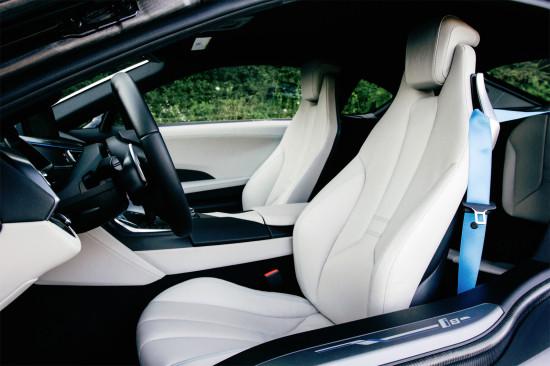 интерьер салона BMW i8