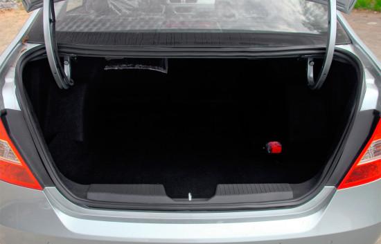 багажное отделение седана Brilliance H230