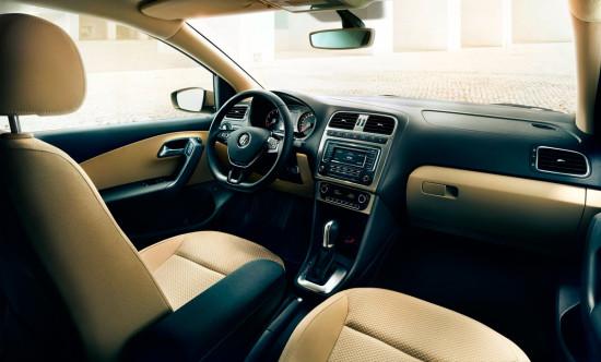 интерьер салона седана Volkswagen Polo 2015-2016