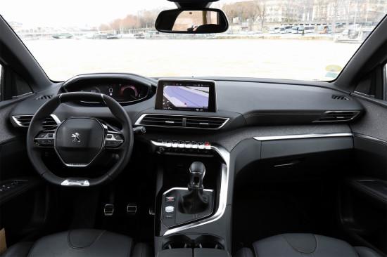 интерьер Peugeot 3008 II