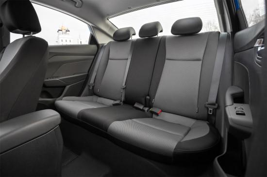 в салоне седана Hyundai Solaris II