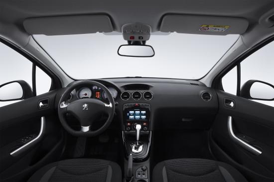 интерьер салона Peugeot 408 New